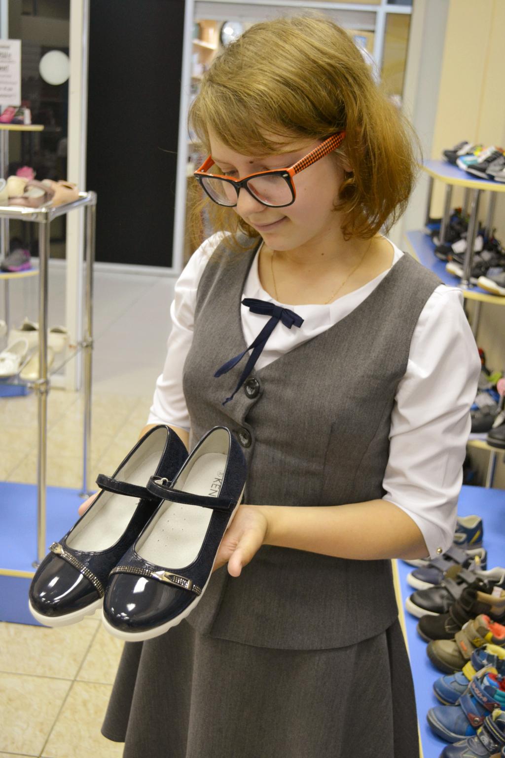 16b6c1244 Но в конце августа многие сталкиваются с проблемой — уже нет нужных размеров  детской обуви.