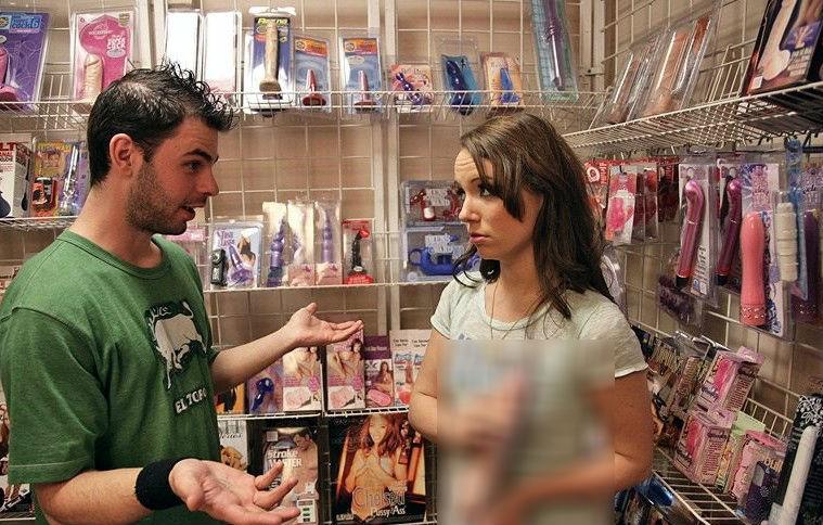 Смотреть секс в секс шопе продавщица, частное видео девушек домашнее порно русские