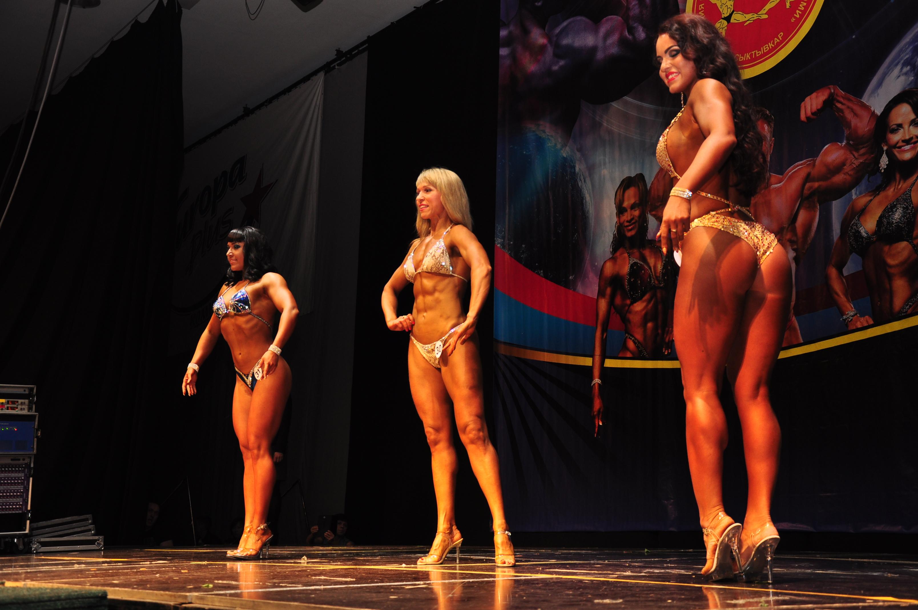 Фото девушки с огромными мышцами