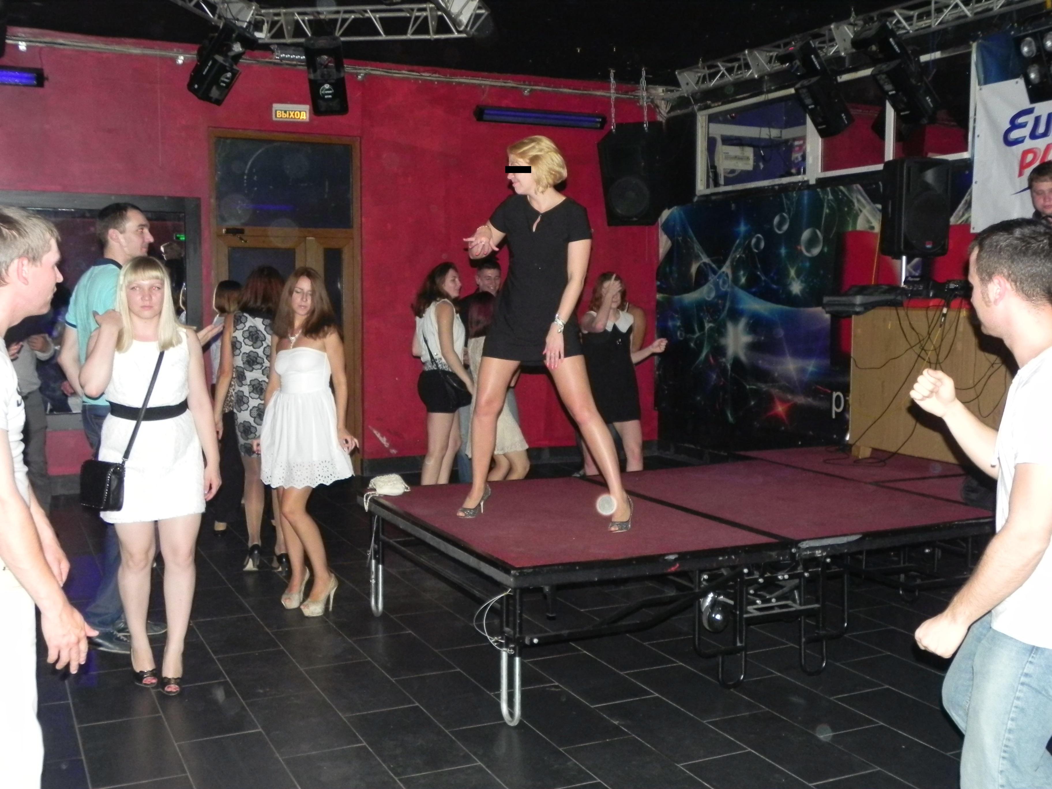 Пьяные девчонки танцуют в клубе фото 5 фотография