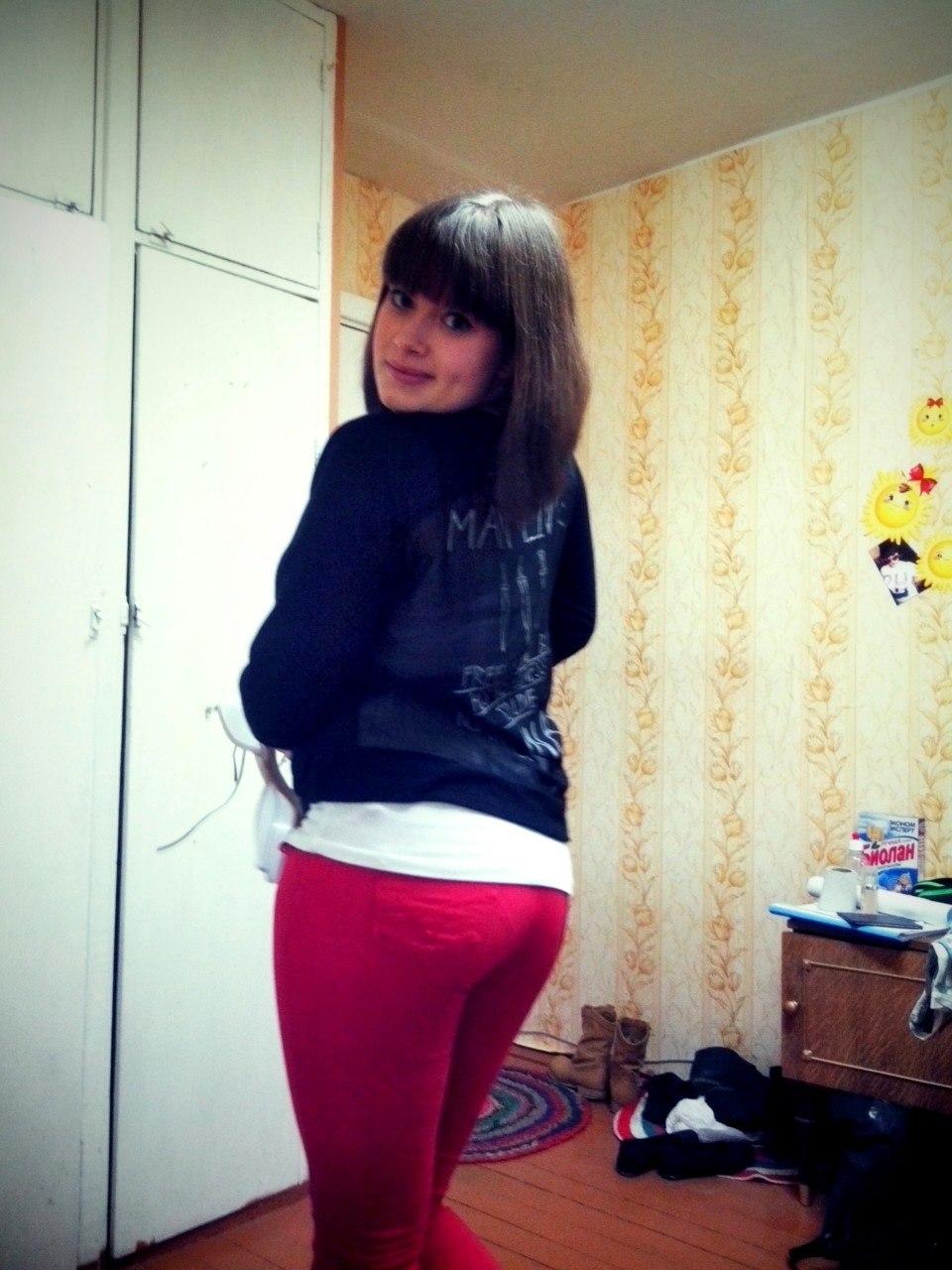 У девушки выпала грудь фото 6 фотография
