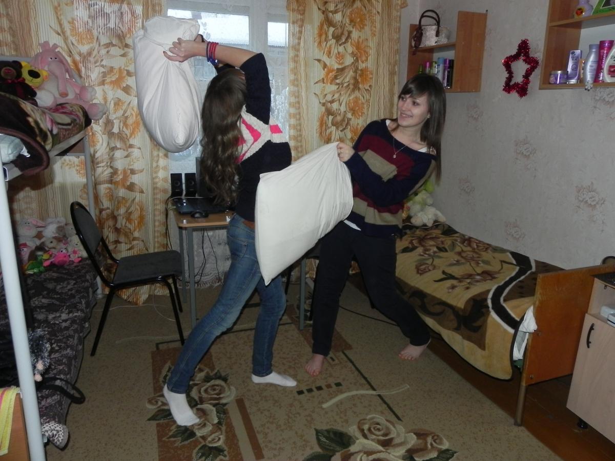 Что делают наши девушки в общежитии 2 фотография