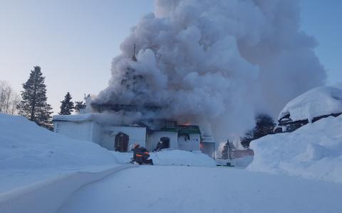 В Коми вспыхнула церковь Николая Чудотворца (фото)