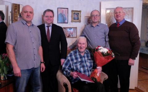 В Сыктывкаре от имени президента России поздравили ветерана Василия Буткина