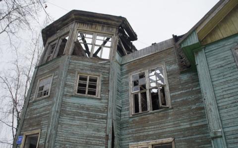 Новый собственник сыктывкарской школы в Лесозаводе обязан ее отреставрировать