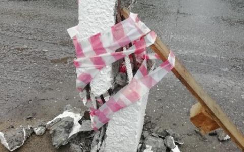В Сыктывкаре после освещения проблемы в СМИ заменили аварийный столб