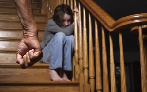 Сыктывкарец угрожал убить собственную дочь на глазах у бывшей жены