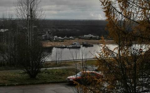 Фото дня: еще бесснежная река в Сыктывкаре