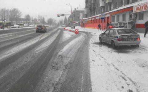 В Сыктывкаре 82-летняя бабушка выпала из автобуса на асфальт