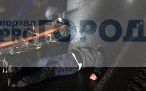 В Сыктывкаре мужчина прыгнул под несущуюся мимо машину (фото)
