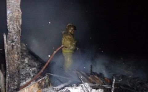 В Сыктывкаре пять часов тушили пожар в частном доме