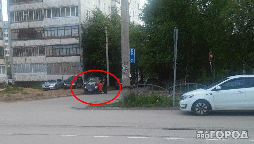 malyusenkie-avto-seks-na-ulitse-foto-uvidel-domohozyayku