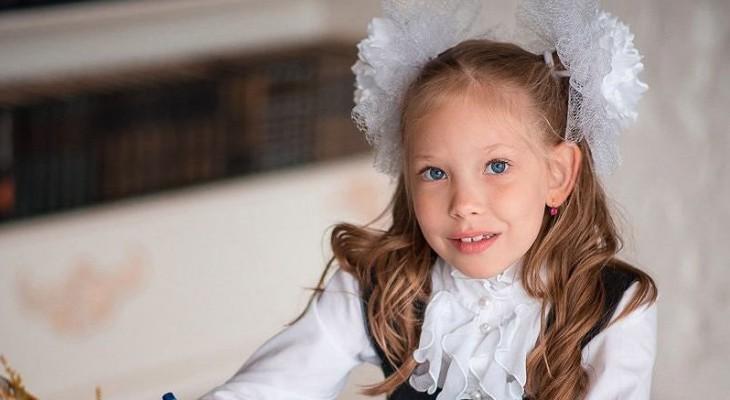 Сыктывкарское утро 2 сентября в Instagram:  милая первоклашка и красавица-рябина