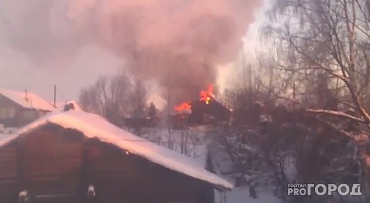 В Коми очевидцы сняли на видео пожар, где погиб человек