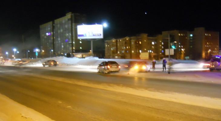 В Сыктывкаре столкнулись «Ford» и «Volkswagen», есть пострадавшие (фото)