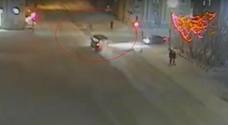 В сети появилось видео, как в Коми ГАЗ сбил двух девушек