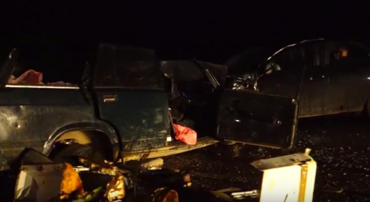 Появилось видео с места страшного ДТП в Коми, где погиб водитель ВАЗа