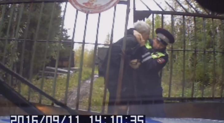 В Коми отец и сын избили полицейских (фото, видео)