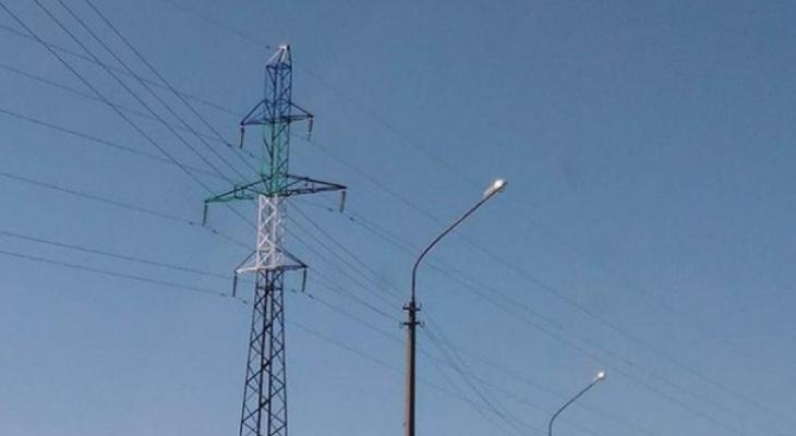 В Коми электромонтёр рухнул со столба, но ЧП записали как бытовую травму