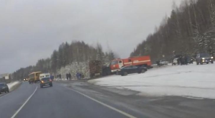 Стало известно, сколько человек погибло в ДТП со школьным автобусом в Коми