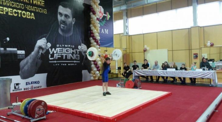 8-летний богатырь из Сыктывкара стал сильнейшим ребенком-штангистом России