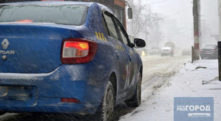 Из-за небывалого снегопада сыктывкарские таксисты подняли цены в два раза