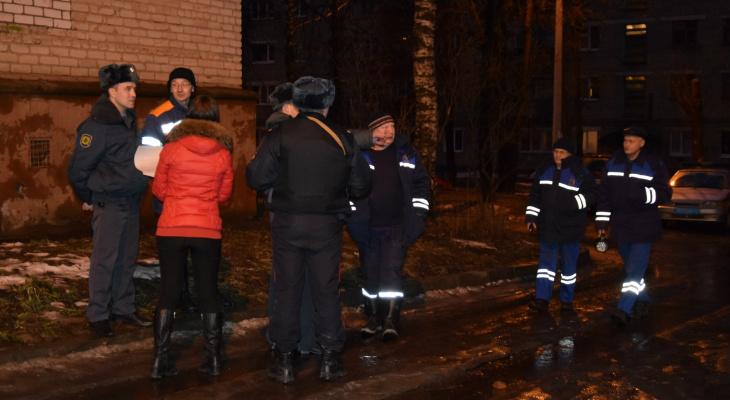 В Сыктывкаре к зданию городской больницы съехались все экстренные службы