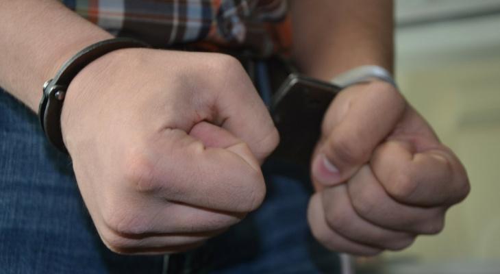 Мужчина, который ударил подростка ножом в сыктывкарской школе, признал свою вину