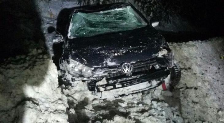 В Сыктывкаре машина с беременной пассажиркой вылетела в кювет из-за дерзкого лихача