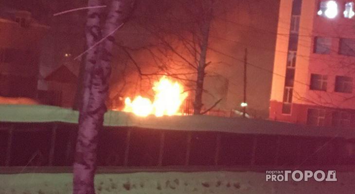 В Сыктывкаре возле центрального бассейна случился пожар (фото)