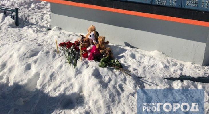 Сыктывкарцы создали мемориал в память о погибших в ТЦ «Зимняя Вишня» в Кемерово (фото)