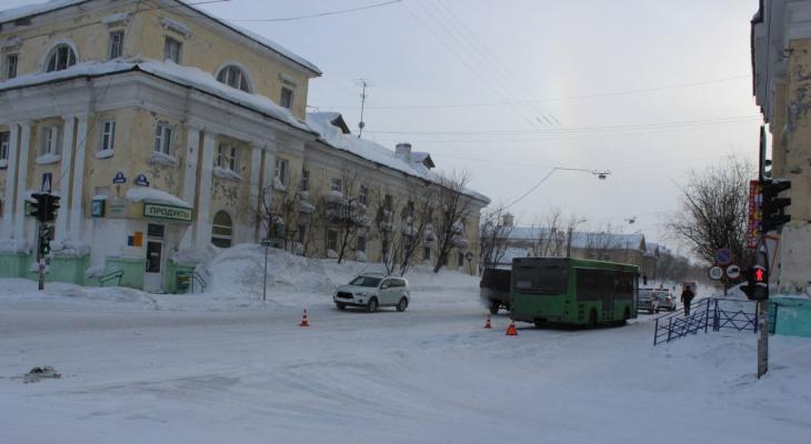 В Коми женщина за рулем автобуса сбила девушку