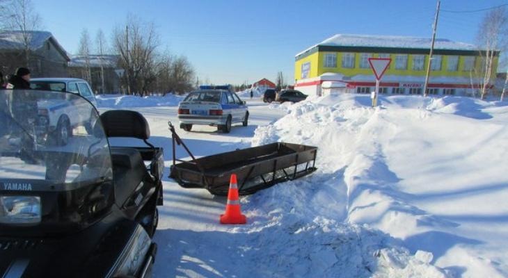 В Коми пьяный мужчина на снегоходе сбил женщину (фото)
