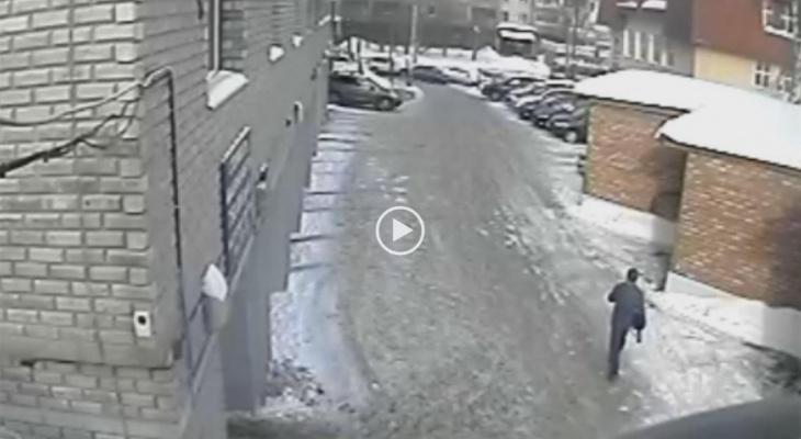 Пожилой сыктывкарец помог задержать грабителя (видео)