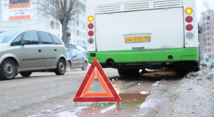 В Коми пассажирский автобус протаранил «Газель»