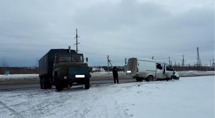 На трассе в Коми «Газель» выбросило на «встречку», где ее протаранил «КрАЗ» (фото)