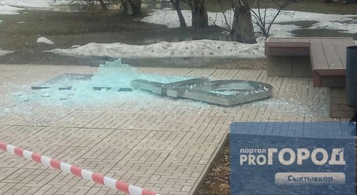 В Сыктывкаре разбили памятник рублю (фото)
