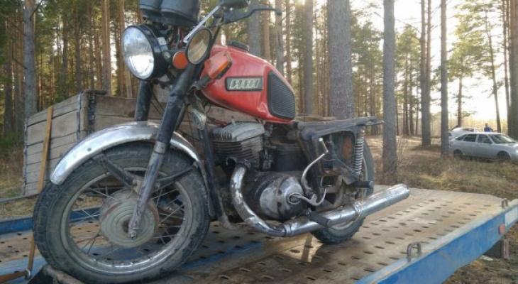 В Сыктывкаре два подростка на мотоцикле попали в жесткое ДТП (фото)