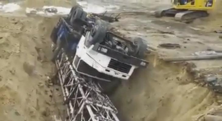 В Коми фирма-банкрот зарывает в землю свои машины (видео)