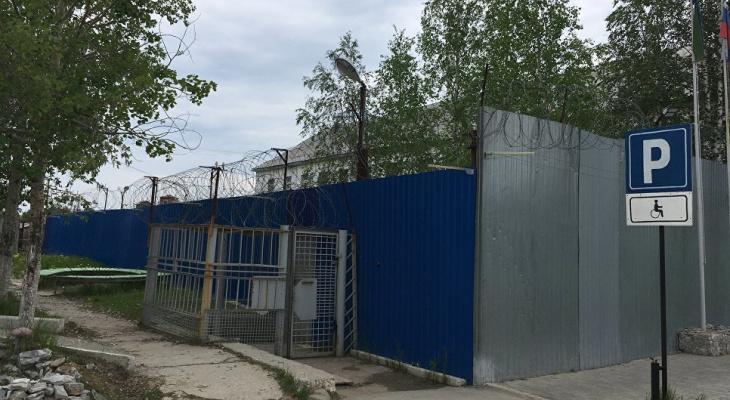 Начальник колонии в Коми, где скрывали убийство заключенного, насиловал осужденных
