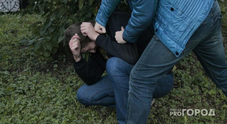 В Коми три парня потребовали у молодого человека купить им пива, а потом избили его