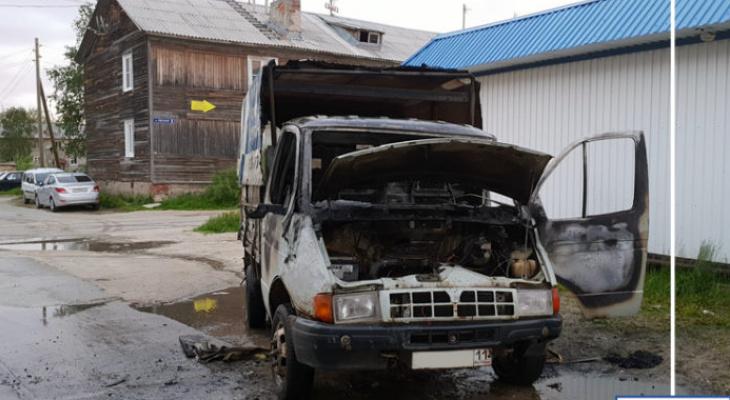 В Коми загорелись иномарка и «ГАЗель» (фото)