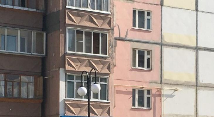 В Сыктывкаре женщина упала с пятого этажа