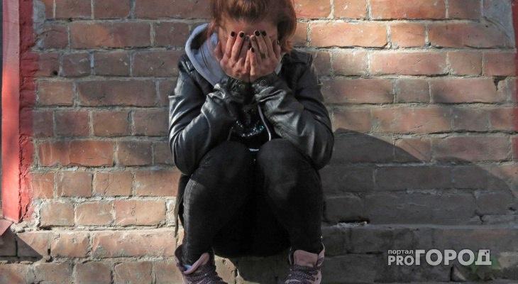 Житель Коми показывал друзьям интимные фото девушки-подростка, с которой встречался