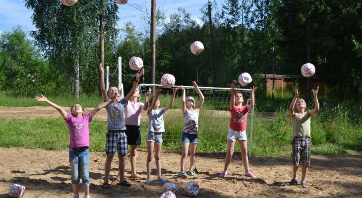 Велосипеды, мячи и море песка: детям из Центра реабилитации в Сыктывкаре подарили лето!