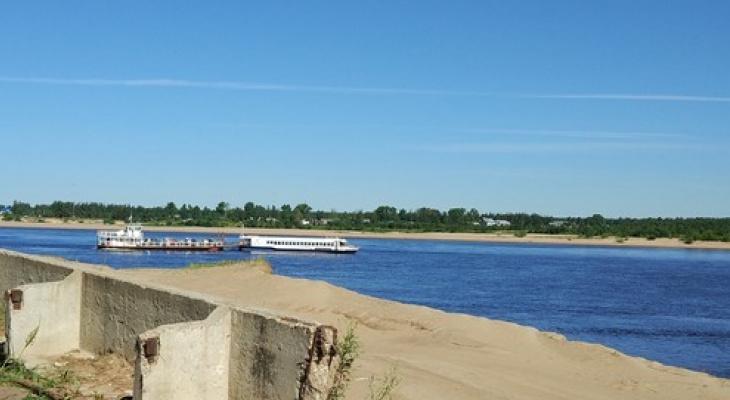 В День военно-морского флота на реке в Сыктывкаре врезались паром и теплоход