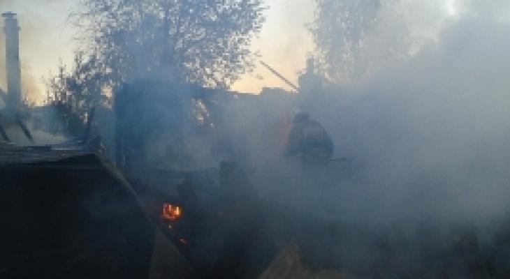 В Коми пожарные два часа тушили жилой дом