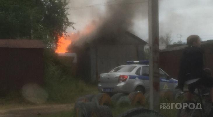 В Сыктывкаре из-за пожара целый квартал оказался в дыму (видео)
