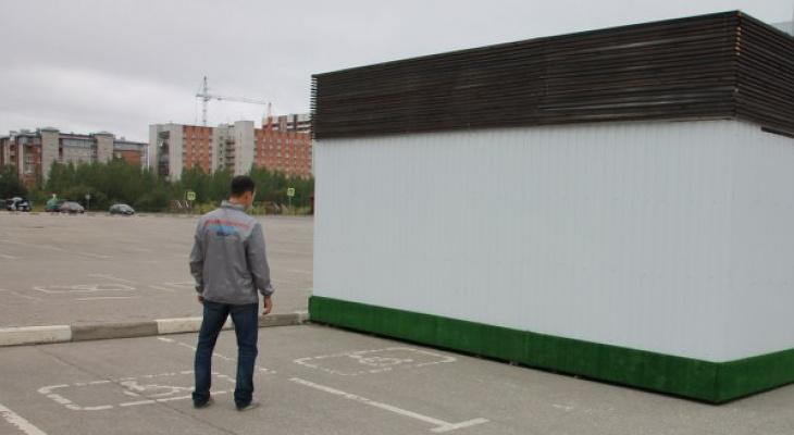 На парковочные места для инвалидов у сыктывкарского ТРЦ «Макси» установили ларек
