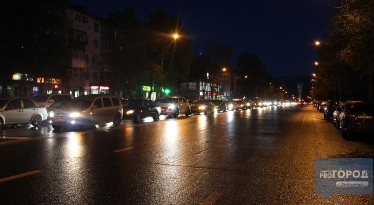 В центре Сыктывкара из-за смены режима работы светофора образовалась огромная пробка (фото)